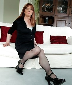 Lucimay shows off her gorgeous nylon covered legs